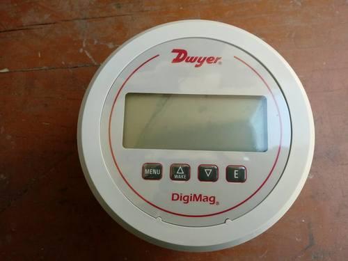DWYER USA DM-1107 DIGIMAG DIFFERENTIAL PRESSURE GAUGE