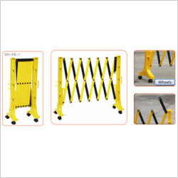 PLASTIC EXPANDABLE BARRIER WITH WHEELS
