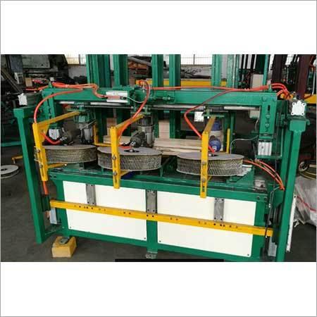Wood pallet blocks nailing machine