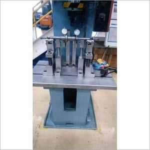 Shaft Runout Checking And Straightening Fixture