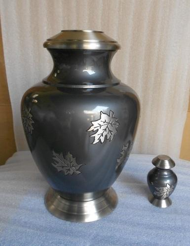 Arcadia Maple With Leaf Cremation Urn