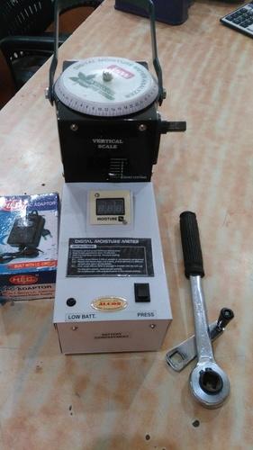 Simple Digital Moisture Meter 1