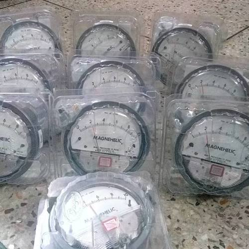 Dwyer USA Magnehelic Gauges 0 To 125 MM WC