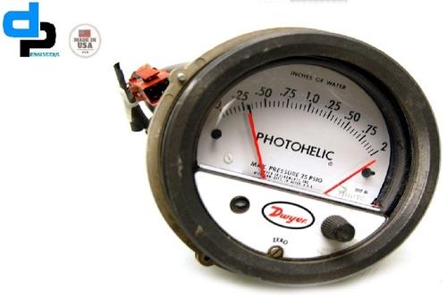 Dwyer 3003MRS Photohelic,Switch/Gauge 0 to 3 in W.C