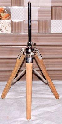 TABLE TRIPOD LAMP