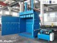 Hydraulic tyre bailing machine