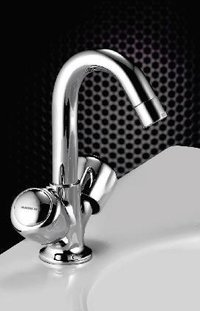 Center Hole Basin Mixer2
