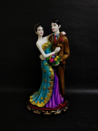 Decorative Couple Statue