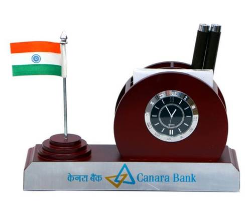 PENSTAND WITH NATIONAL FLAG