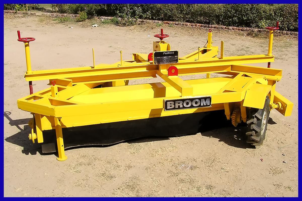 Hydraulic Bucket Broomer