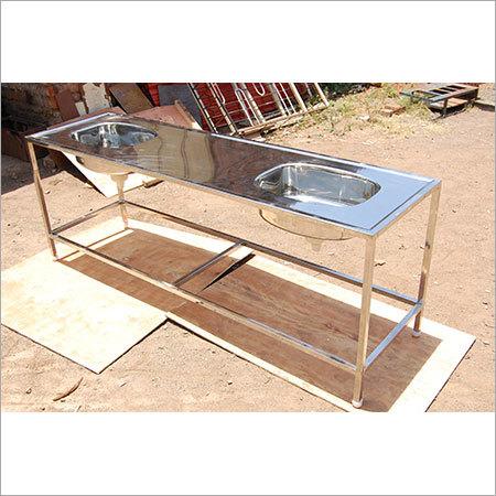 Dubble sink with platform