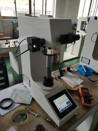 Vickers Hardness Tester Machine