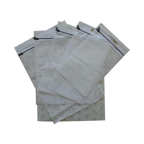 D Cut Zipper Bag