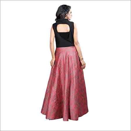 Ladies Designer Neck Sleeveless Gown