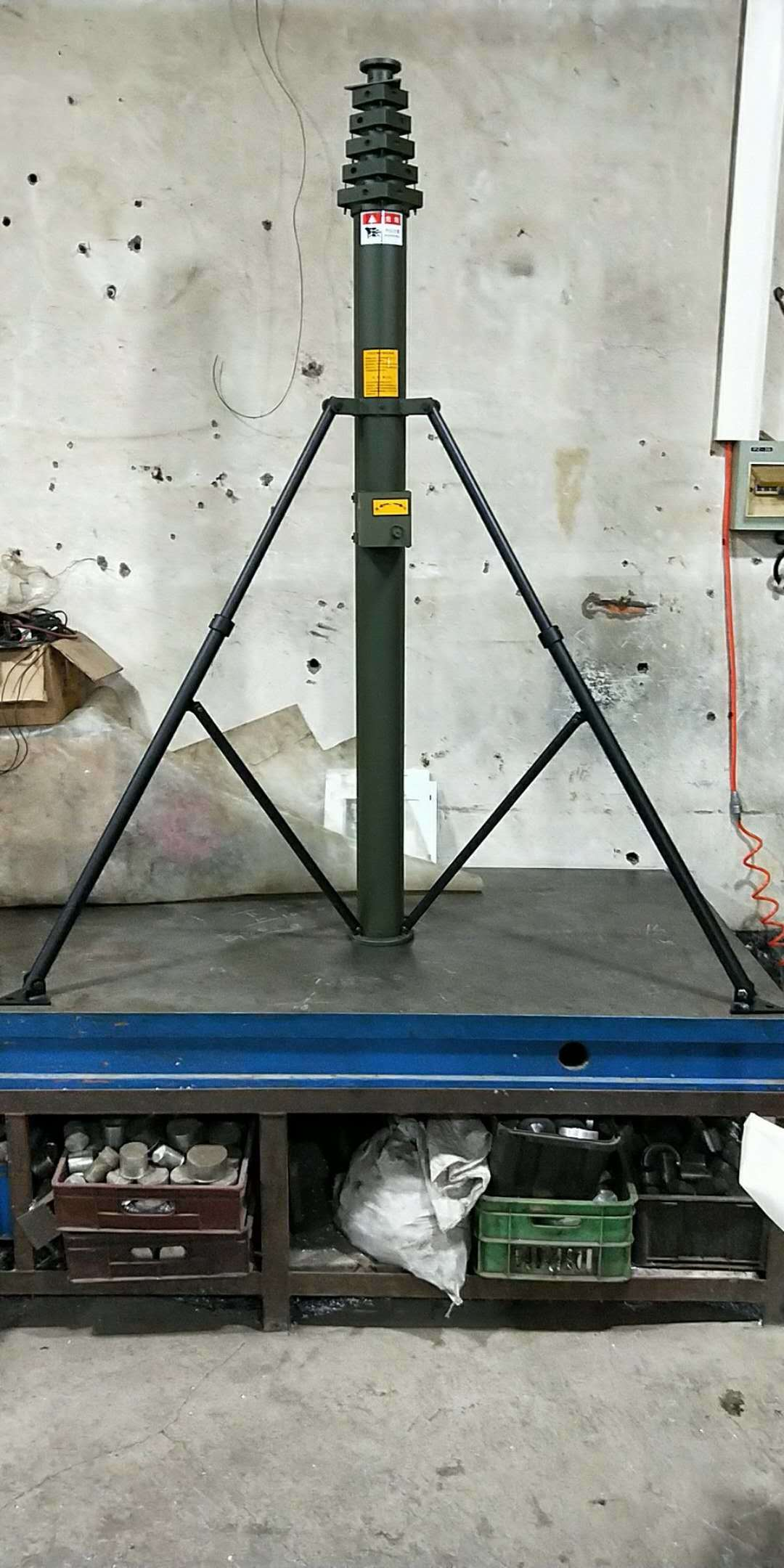 6m Pneumatic Telescopic Lighting Mast