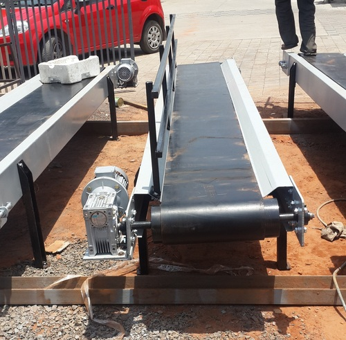 Flat Belt Conveyors with Railling