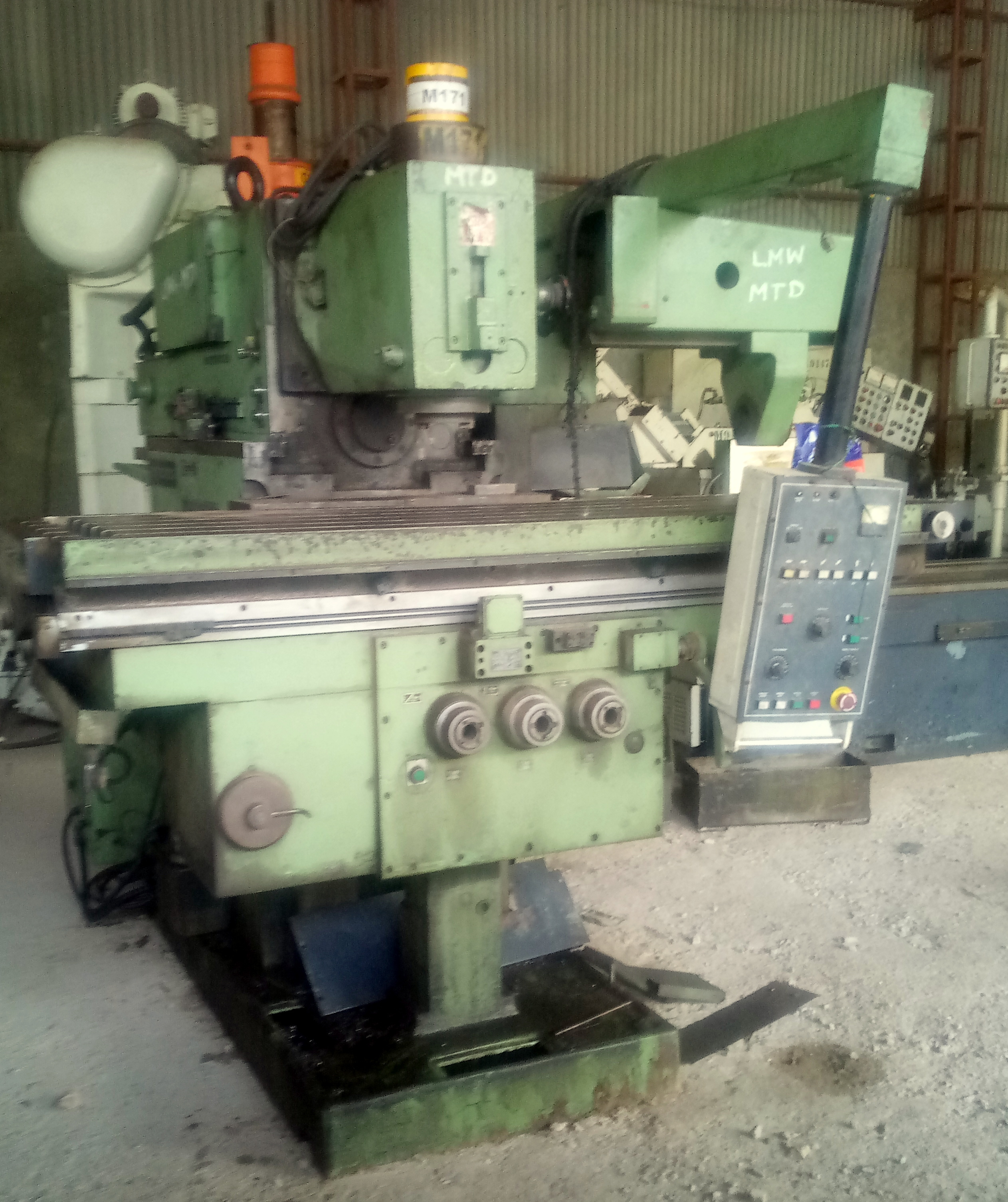 Semi- Automatic Milling Machine