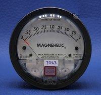 Dwyer USA 2002 Magnehelic Gage Range 0-2.0 Inch WC