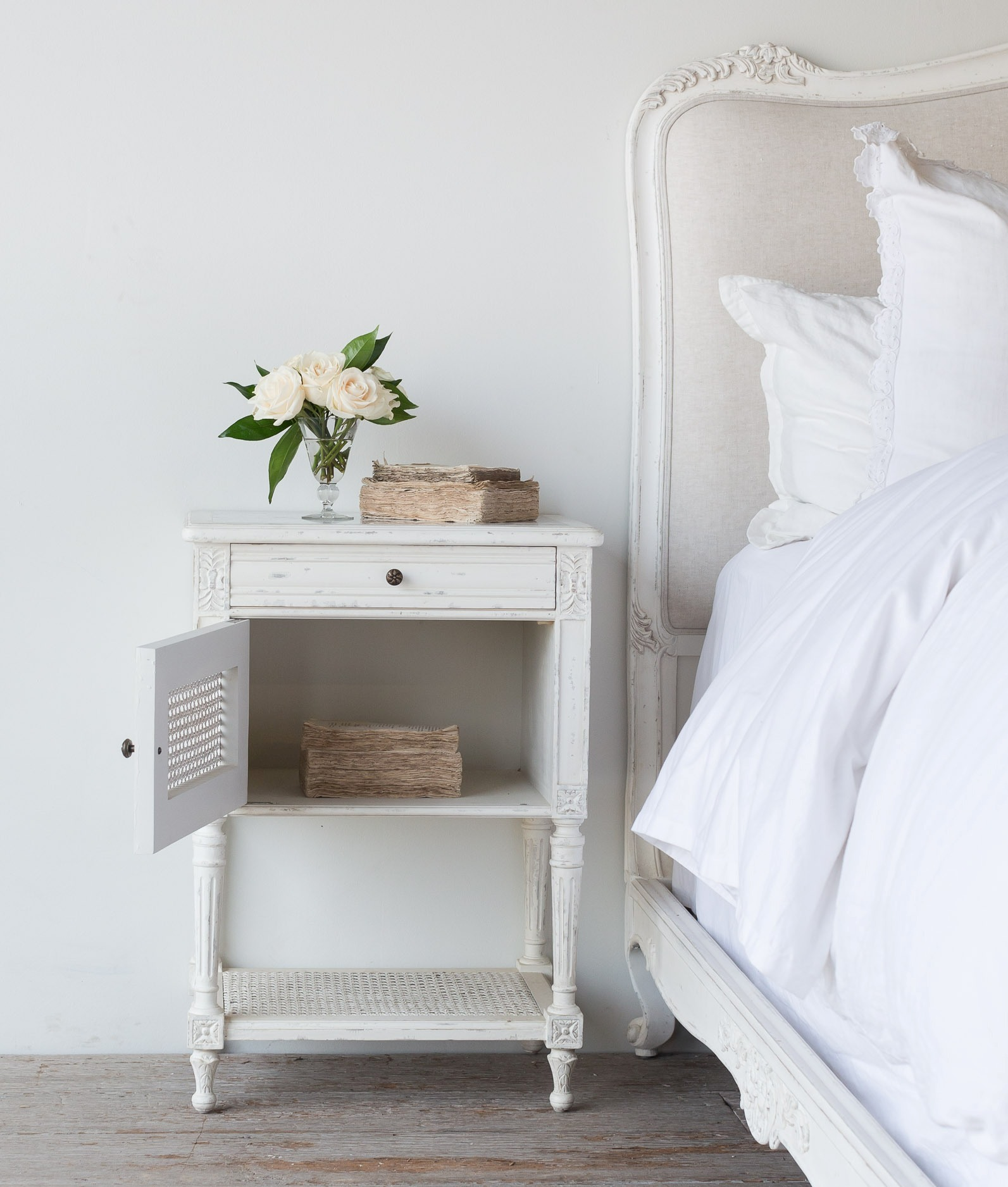 1 Door And 1 Drawer Wooden Bed Side