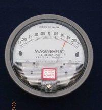 Dwyer USA Model 2300-0 Magnehelic Gage Range 0.25-0-0.25 Inch WC