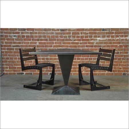 Trias Cafe Table