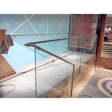 不锈钢的玻璃栏杆