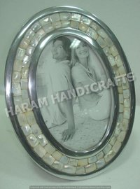 Round Couple Photo Frames