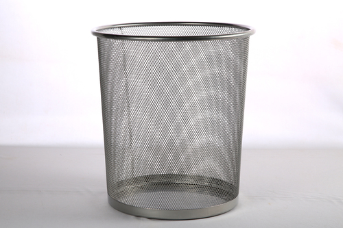 9103 SMALL METAL DUSTBIN 10