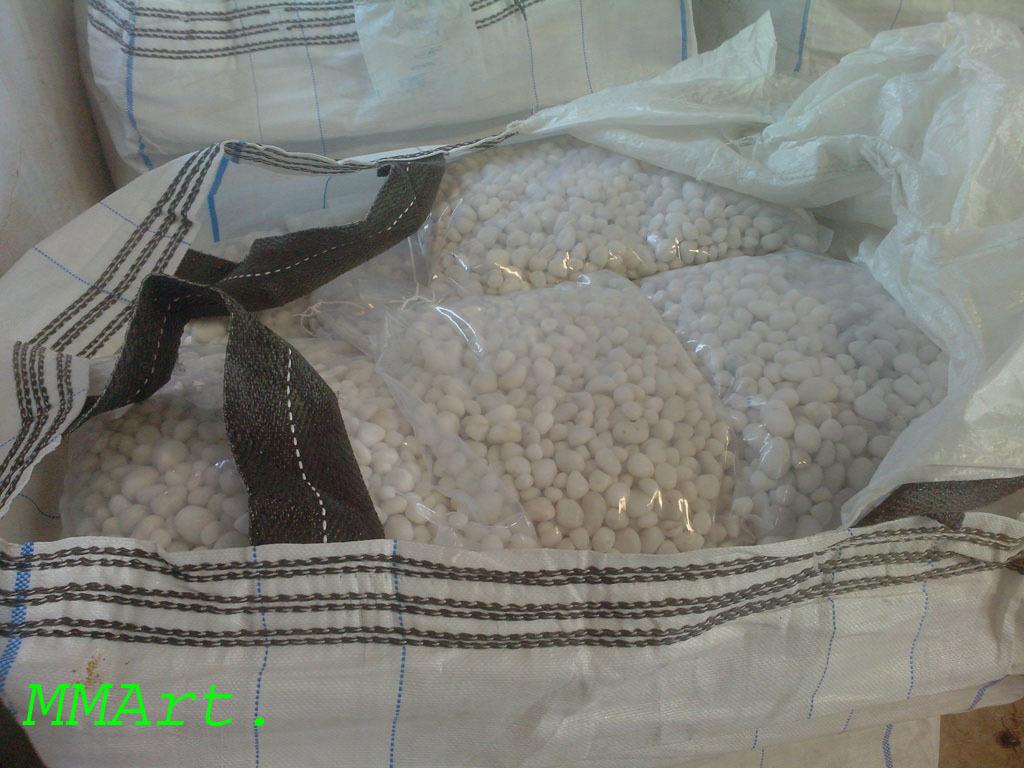 Machine made shiny White Quartz polished pebbles