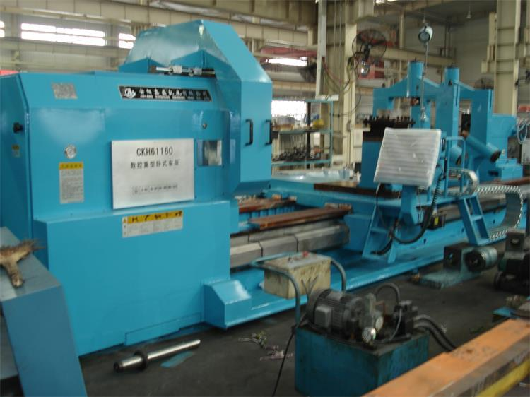Low production cost heavy duty lathe machine