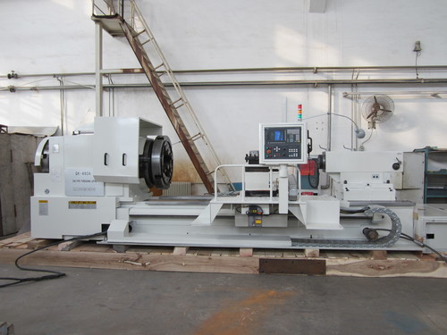Universal oil country lathe for turning of oil-field pipe threads