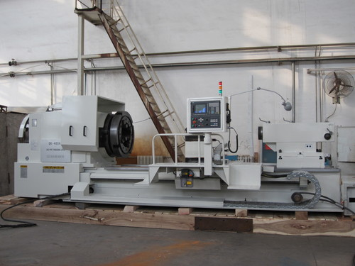 Lathe for oil country pipe in the oil field industry