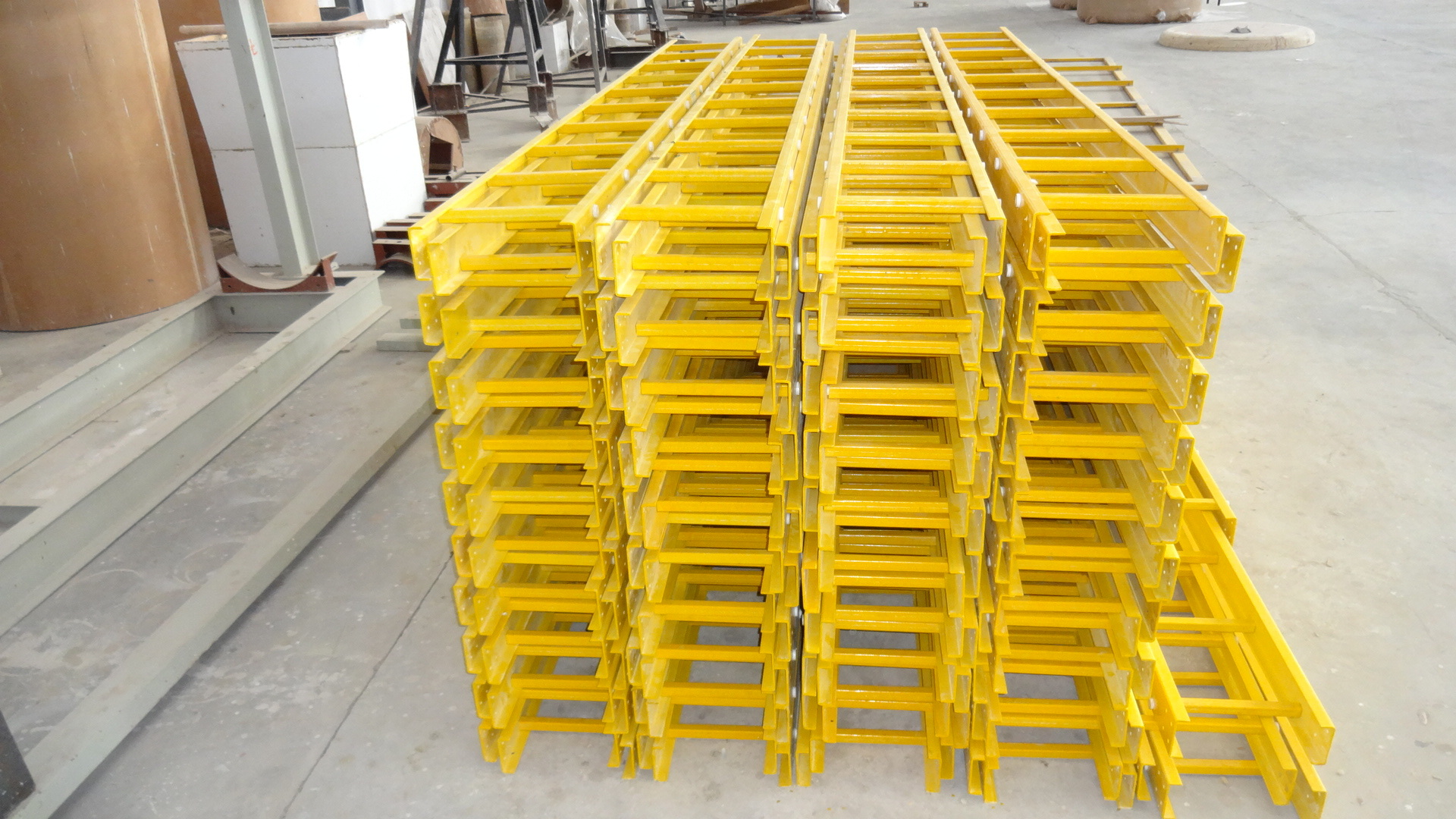 GRP LADDER TYPE CALBE TRAY