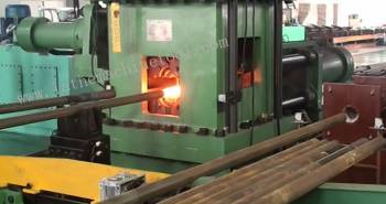 Tube End Upsetting Device For Upset Forging Of Oil Pipe