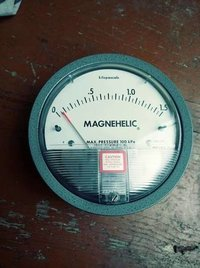Dwyer Magnehelic Differential Pressure Gauge Model 2000-0.5KPA