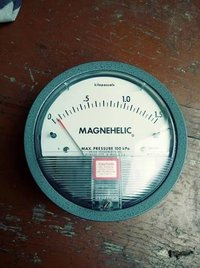 Dwyer Magnehelic Differential Pressure Gauge Model 2000-2.5KPA