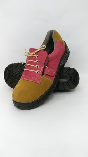 SLIP PROOF SAFETY SHOES