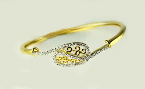 Diamond Curve Bracelate