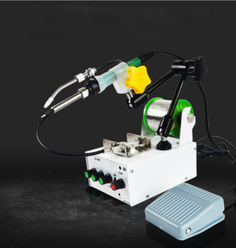 Automatic feeding soldering station