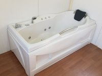 Hot Whirlpool Bathtub