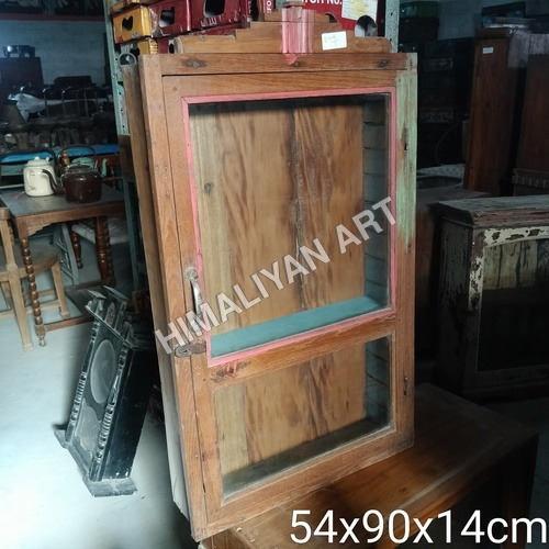 WOODEN SHOWCASE