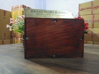 Wood urn