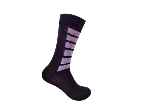 CALF LENGTH STRIPED DESIGN SOCKS