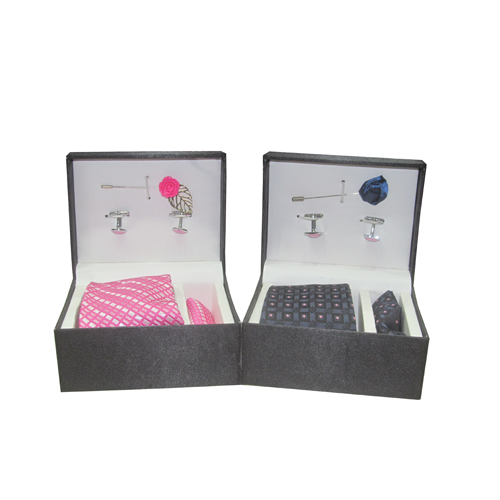 Mens Polka Dot Tie With Cufflink Set
