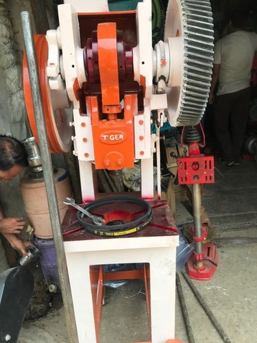 POWER PRESS SOLE CUTTING MACHINE