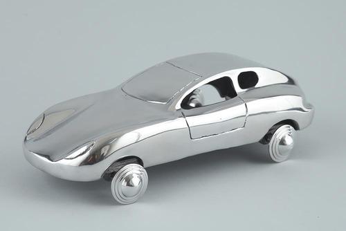 MODERN VINTAGE CAR
