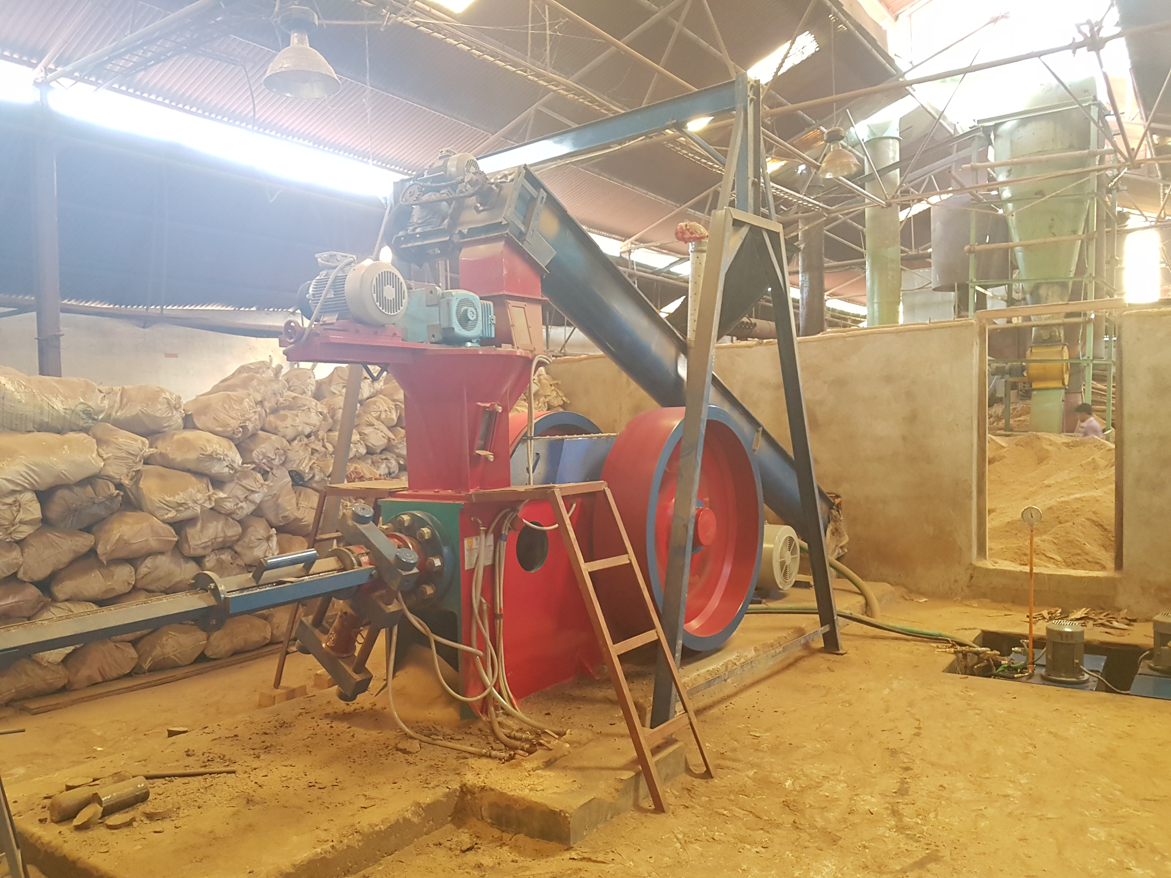 Wood Chips Briquetting Machine