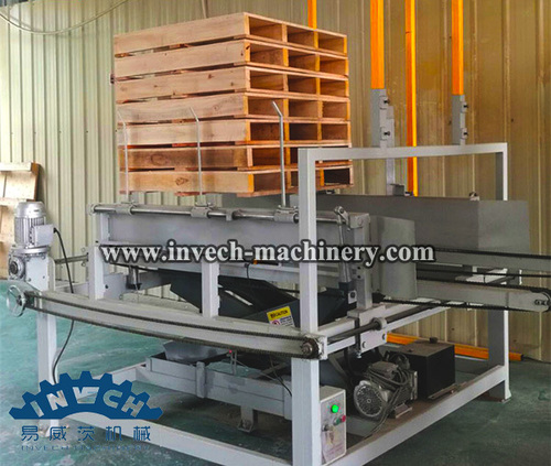 Wood Pallet Stacking Machine