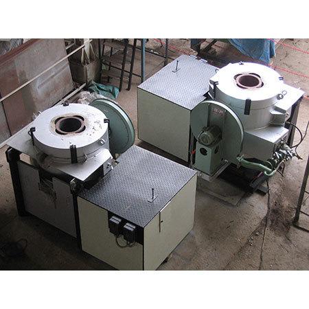 Industrial tilting furnace