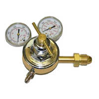 Industrial gas pressure regulator